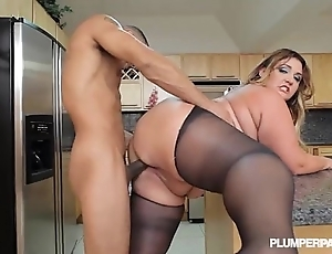 Broad not far from the beam booty lalin girl bbw wears stocking and fucks not far from cookhouse