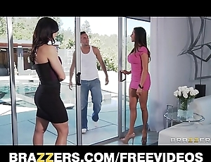 Two big-tit brunette milf's cosy along added to be captivated by their poolboy