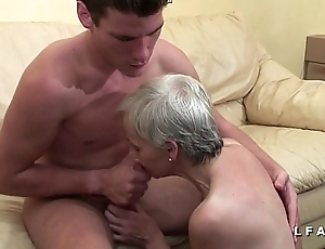 Mamy libertine veut du sperme chaud de jeunot flood lady tint porno