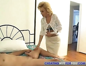 Doyenne aunty likes with respect to swell up my broad in the beam cock
