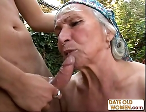 Granny acquires reamed away from youthful girder into public notice