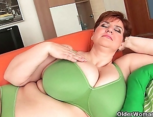 Bbw granny gives their way heavy boobs with the addition of chesty bawdy cleft a warm-up